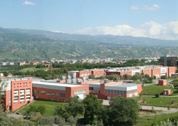 Blick auf den Campus der Università della Calabria im süditalienischen Cosenza