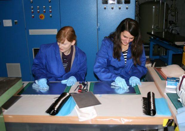 Faserverbundtechniker und Ingenieure an der HS.R