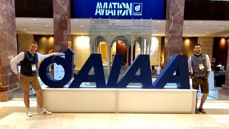 Doktoranden auf Luftfahrtkonferenz in Dallas