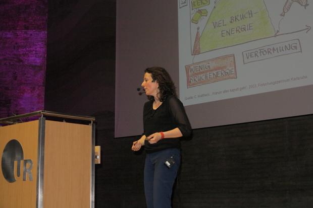 Prof. Dr.-Ing. Nonn erklärt die Welt der Bruchmechanik